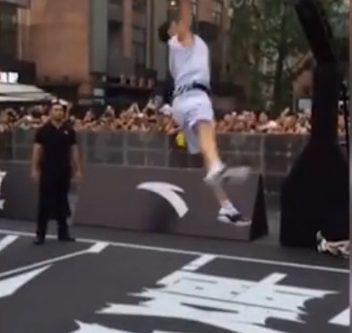 NBA | Klay Thompson Attempts Dunk In China An Fails Miserably #W2TM